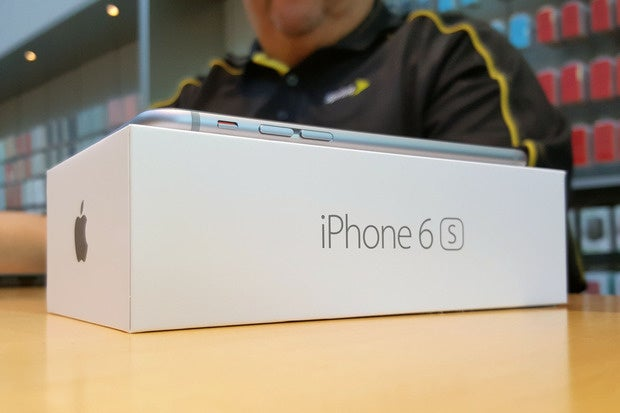 Random iPhone 6S shutdowns due to faulty battery component, Apple says
