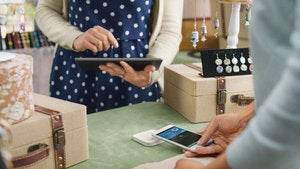 Square rolls out its new Apple Pay reader