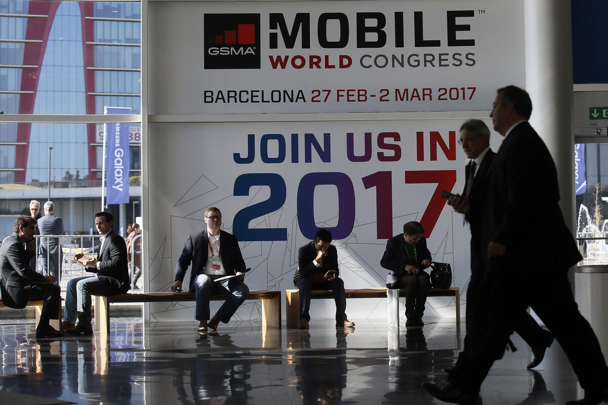 A trove of new Android smartphones to debut at MWC
