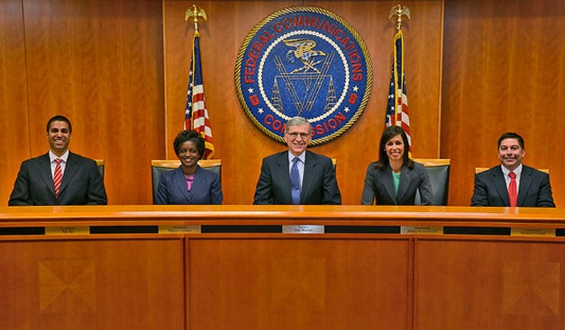 Lawmakers call on FCC to